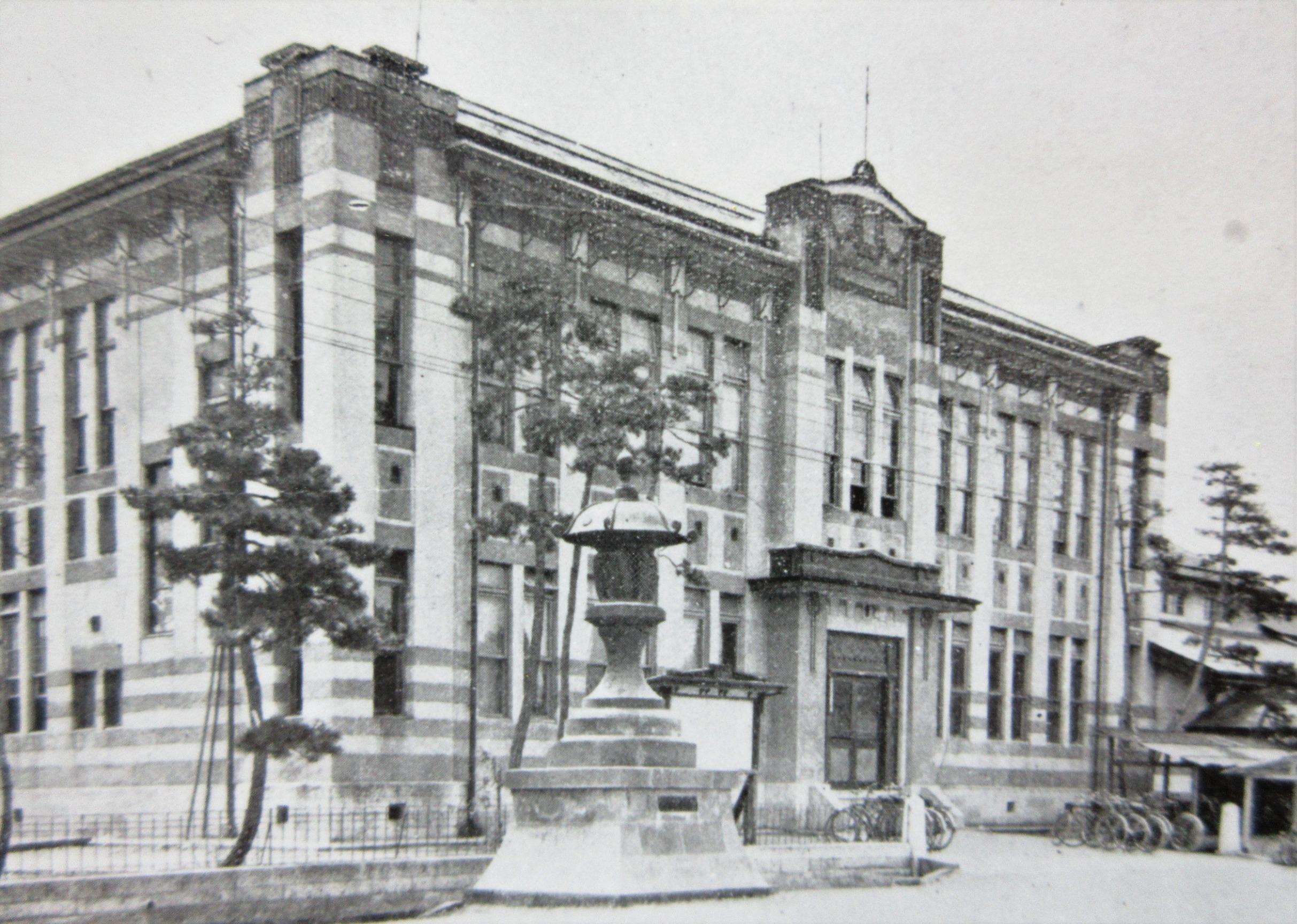 建設当時の米織会館(大正時代)