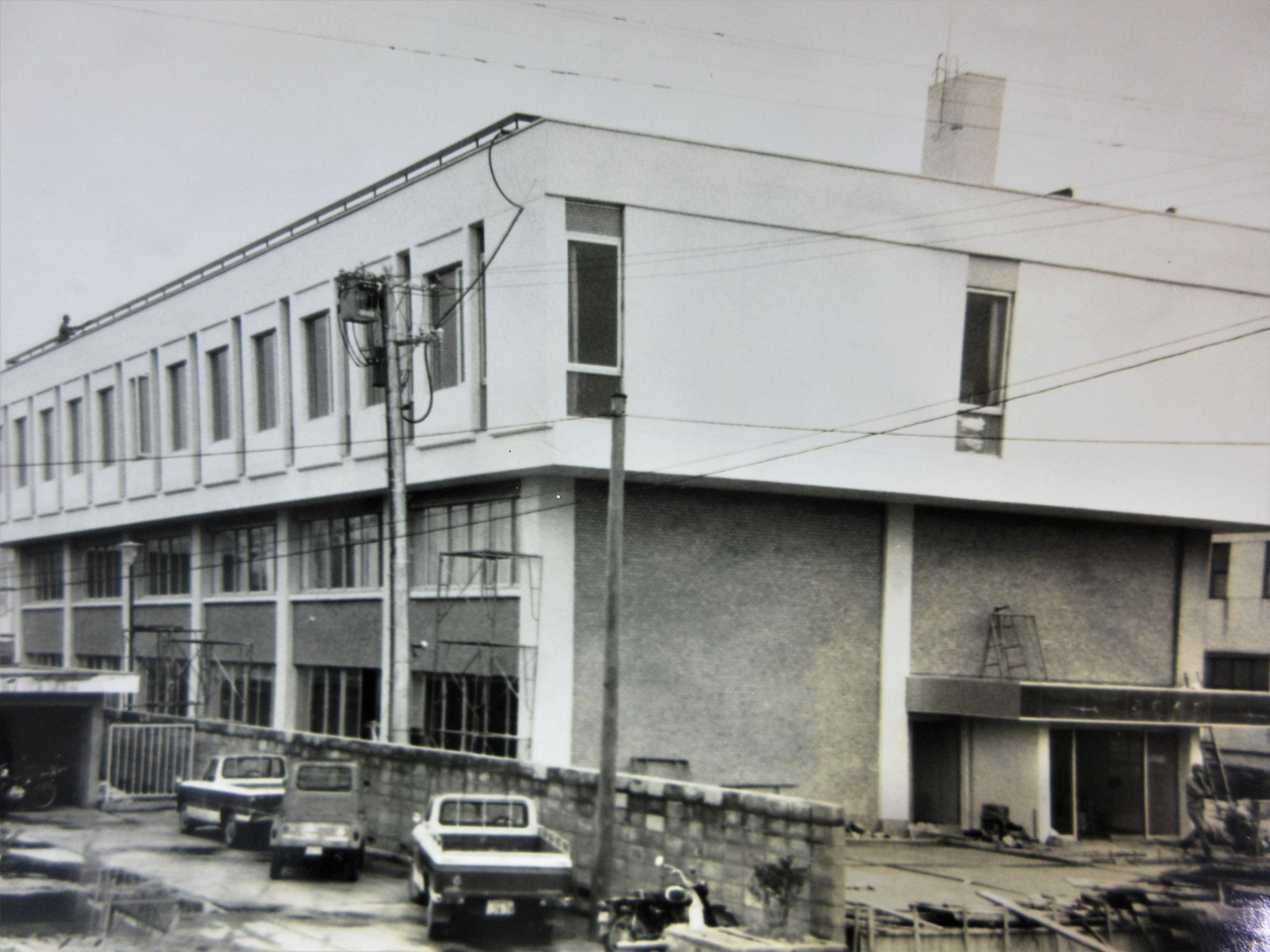 昭和44年建設の米織会館(H18年に売却)